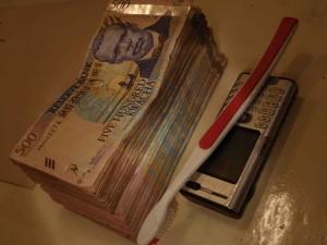140 000 Kwacha, mobil och tandborste