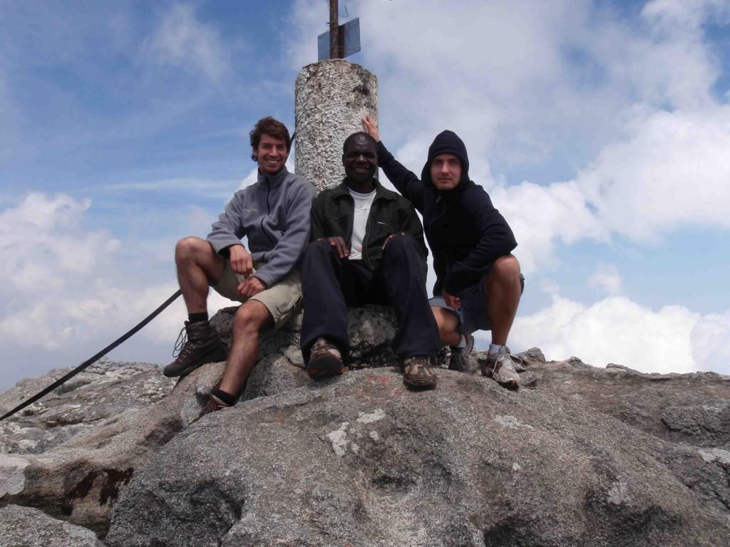 Hannes, Harry och Emil på toppen av Sapitwa 3002 meter