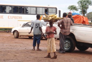 pojke som säljer majs i Chipata